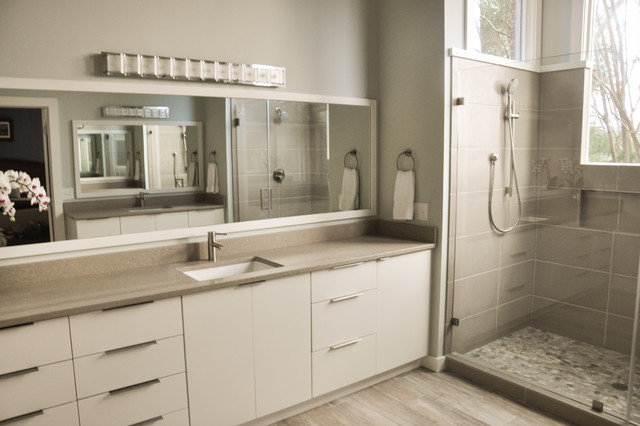 Brilliant And The JackNJill Bath Has Been Updated With New Fixtures, New Vanity, Tiled Floor And Shower The &quotRetro&quot Master Bath Has 2 Sinks And A Separate Toilet And Shower Area The Master Bedroom Has A Walk In Closet The Living Areas Have