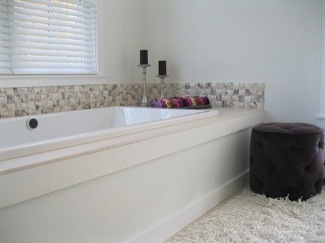 Master bath tub quilted aubergine marble backsplash for Limestone tub