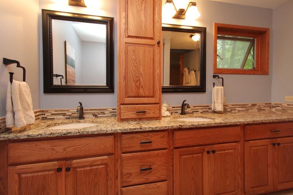 Elegant bathroom photo in Grand Rapids