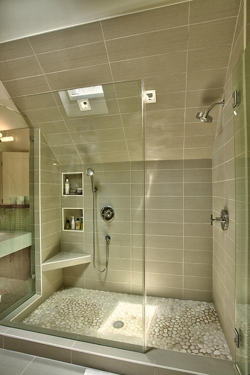 7 bagni con doccia nel sottotetto for Casa moderna tetto piatto