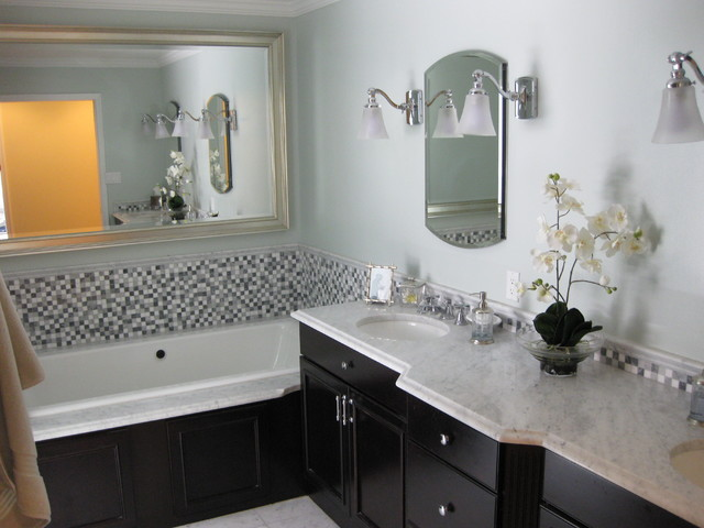 Master bathroom suite classic marble traditional for Classic master bathrooms