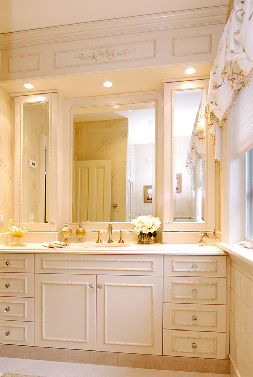 Are canned lights good lighting for above a mirror vanity for Traditional bathroom vanity lights