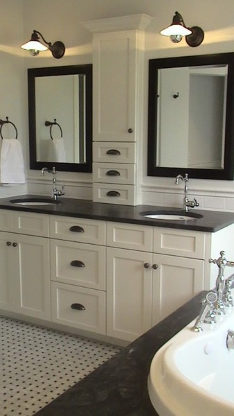 Master Bathroom vanity/cabinet idea - Traditional - Bathroom