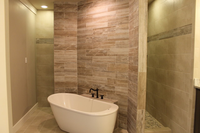 Master Bathroom With Accent Wall Behind Tub Craftsman