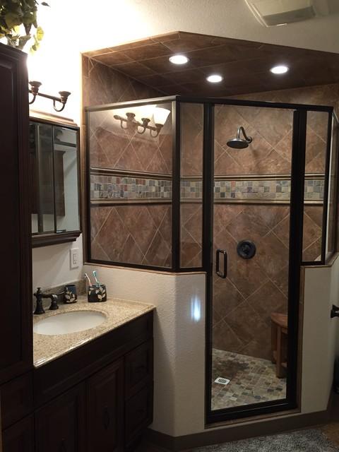 Master bedroom closet conversion into master bathroom for Banos modernos con walking closet