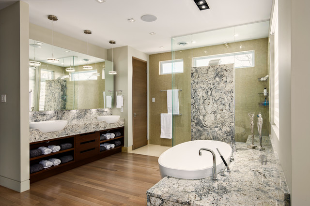 Etonnant Master Retreat/Open Concept Ensuite Contemporary Bathroom