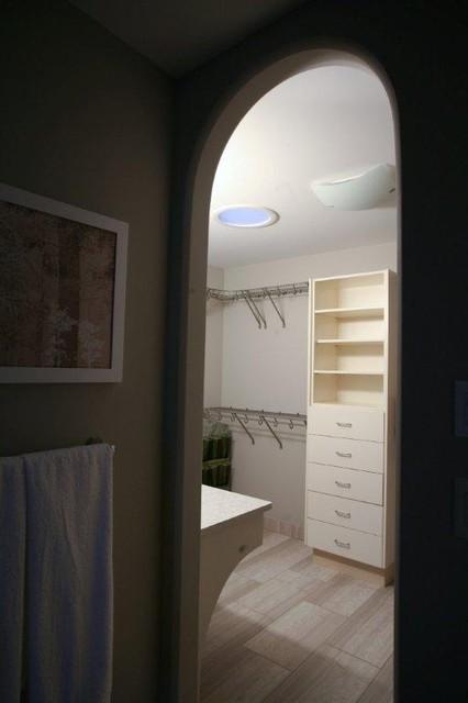 Master suite contemporary-bathroom