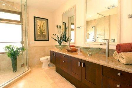 Maui Beachfront Villas tropical-bathroom