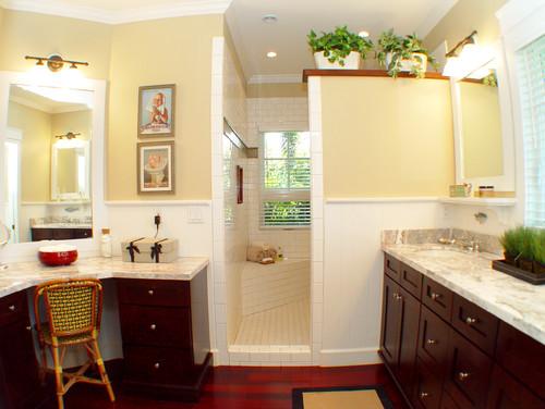 Decoracion Baño Tropical:Bathroom with Walk-In Shower No Doors