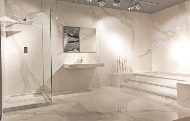 Maximum Fiandre Extralite Porcelain Slabs コンテンポラリー バスルーム