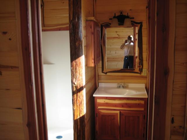 Maxwell Bunkhouse bathroom