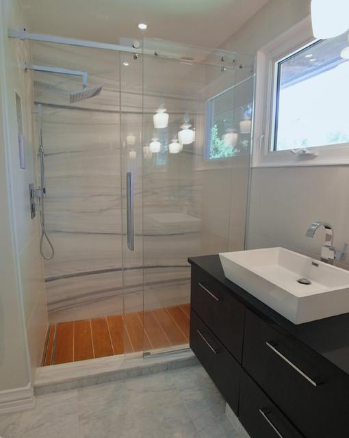 Split bathroom design