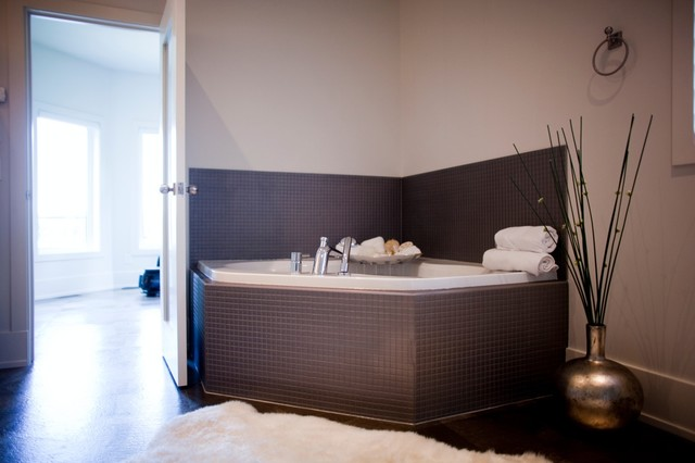 Metric Projects contemporary-bathroom