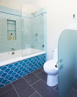 Bagno Con Piastrelle Blu E Pareti Beige Foto Idee Arredamento