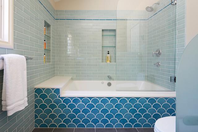 13 Baths Tiled In Beautiful Sea Gl Blue