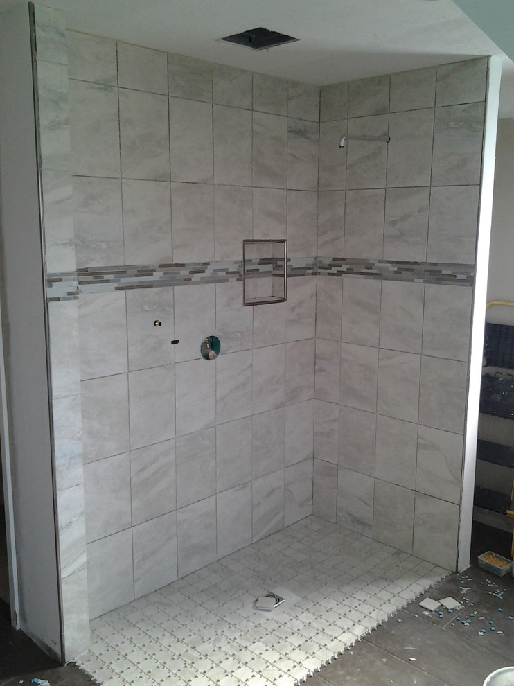 Example of a classic bathroom design in Indianapolis
