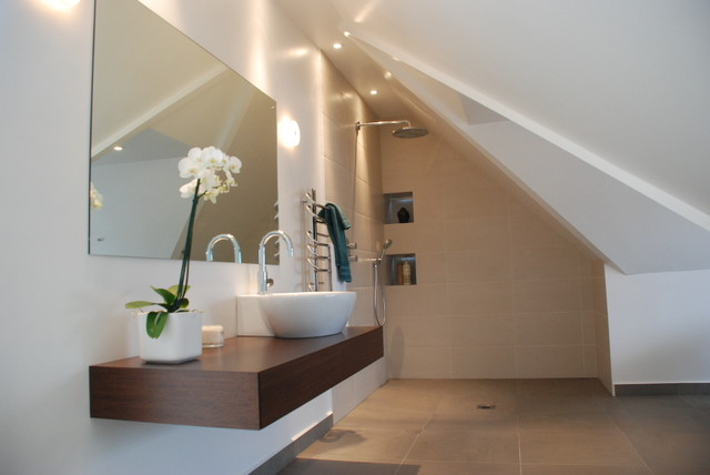 minimal and oriental ensuite in eaves