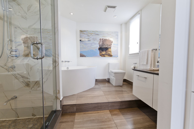 Minimalist ensuite bathroom modern bathroom toronto for Modern small ensuite