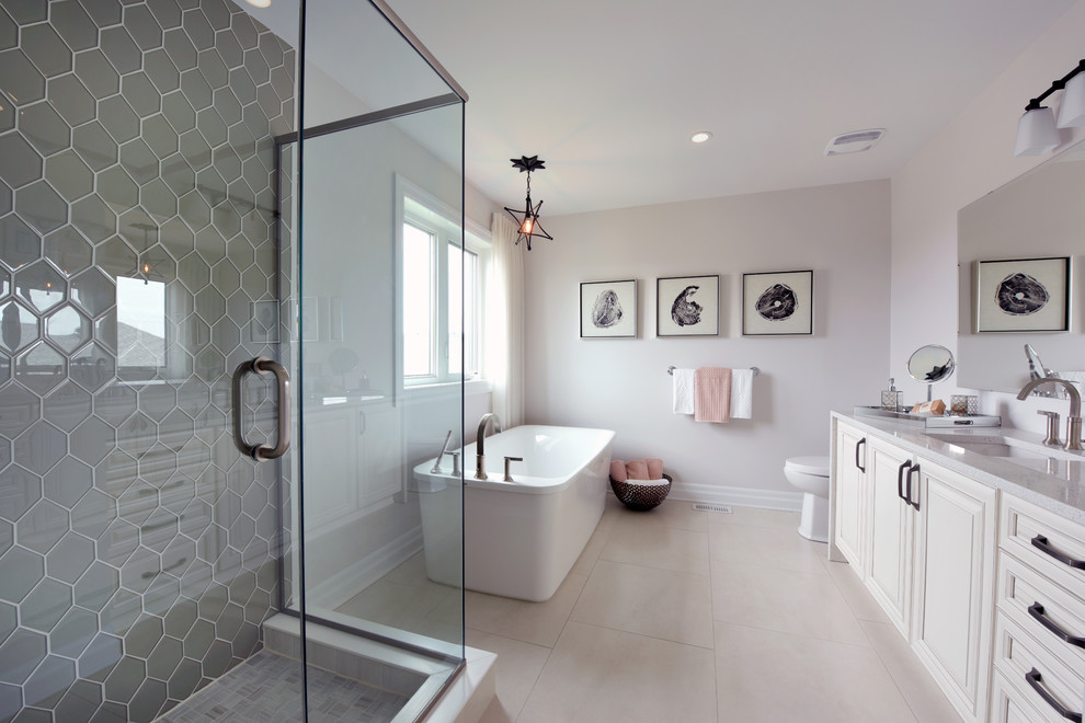 Example of a transitional bathroom design in Ottawa