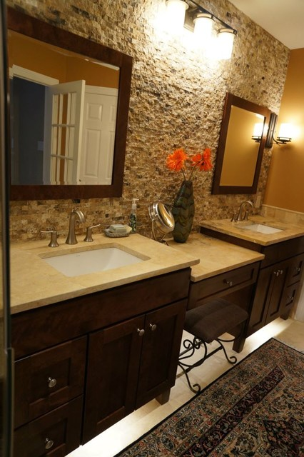 Mocha Onyx Splitface Accent Wall Traditional Bathroom
