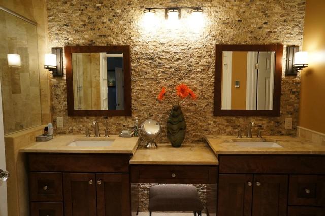 Mocha onyx splitface accent wall traditional bathroom for Bathroom accent wall