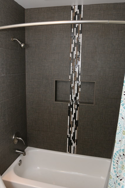 Modern Bath With Glass Accent Tile