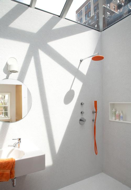 SZ-Online: Das gewisse Etwas in Bad und Küche: bunte Armaturen