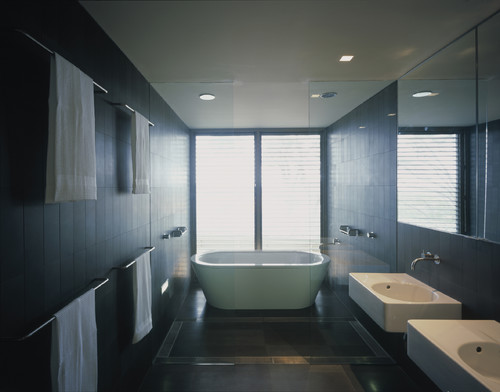 Balmoral House modern bathroom