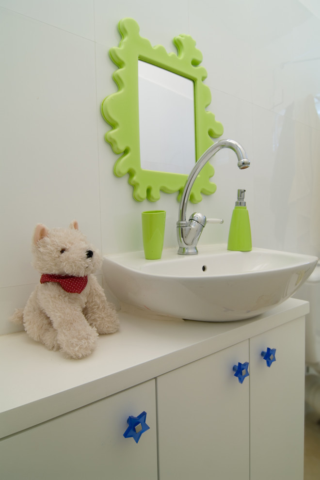 Trendy kids' bathroom photo in Other with a vessel sink
