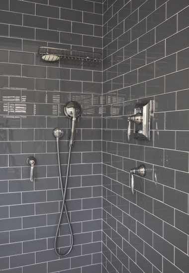 Is that glass tile, what is the style and manufacturer ...