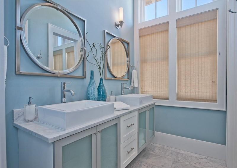 Minimalist bathroom photo in Miami