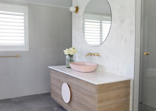 Ethos Interios Stunning Bathroom with pink basin