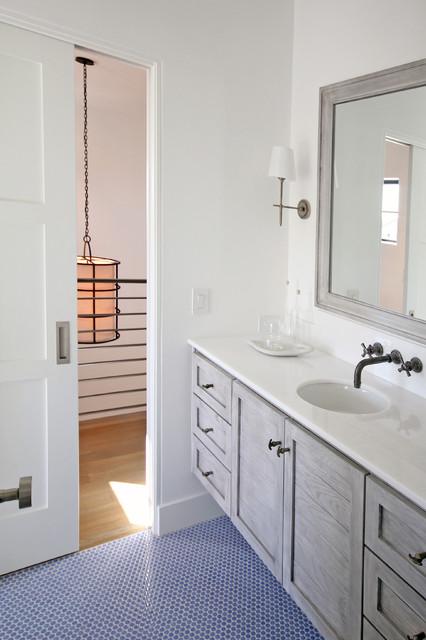 Example of a bathroom design in Dallas