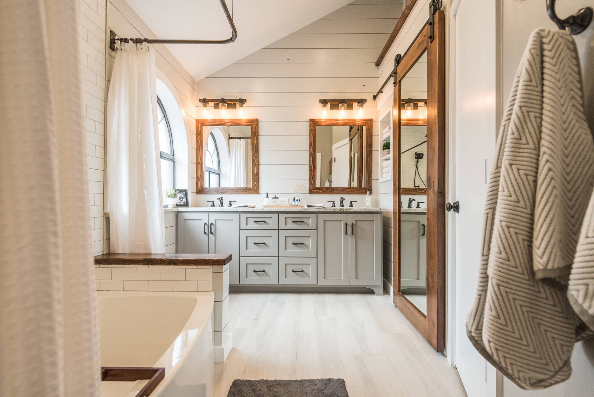 75 Beautiful Farmhouse Bathroom With Granite Countertops Pictures Ideas December 2020 Houzz