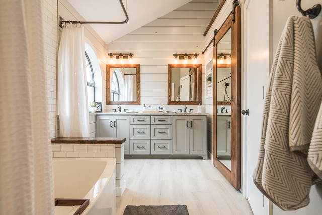 Modern Farmhouse Bathroom - Farmhouse - Bathroom - Dallas - by Irwin Construction, LLC