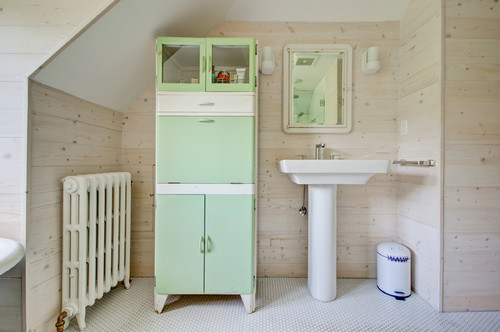 Farmhouse style bathrooms with modern comforts aol finance - Relooker un bahut ...