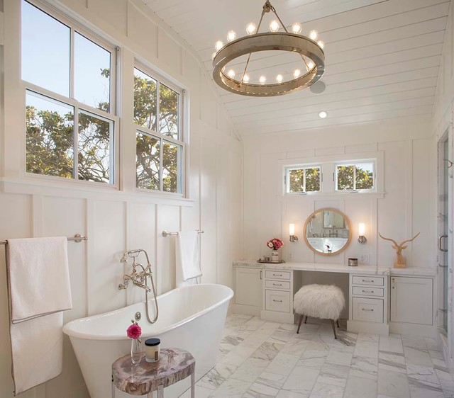 Modern farmhouse farmhouse bathroom san francisco for Bathroom decor farmhouse