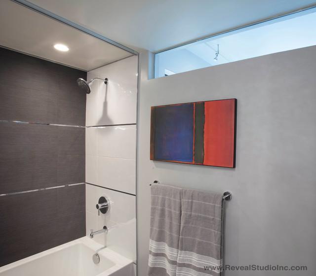Modern glam downtown condo guest bath san diego ca for Modern guest bathroom