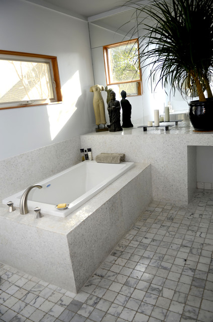 Modern Home and Photograpy Studio bathroom