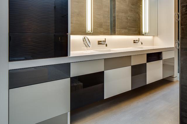 Modern is Modern Again in Portola Valley modern-bathroom