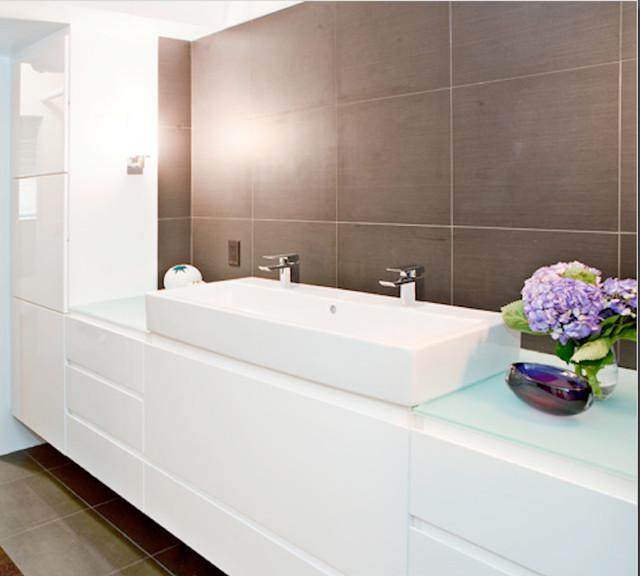 Modern minimalist condo contemporary bathroom san for Minimalist condo interior