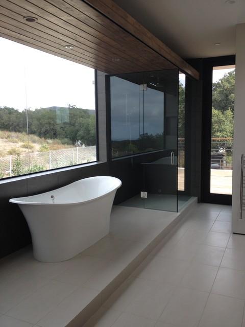 Modern ranch house for Modern ranch bathroom