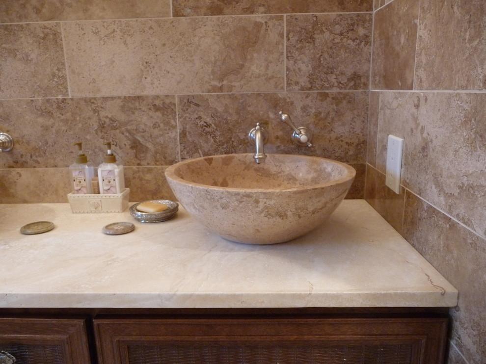 Example of a minimalist bathroom design in Philadelphia