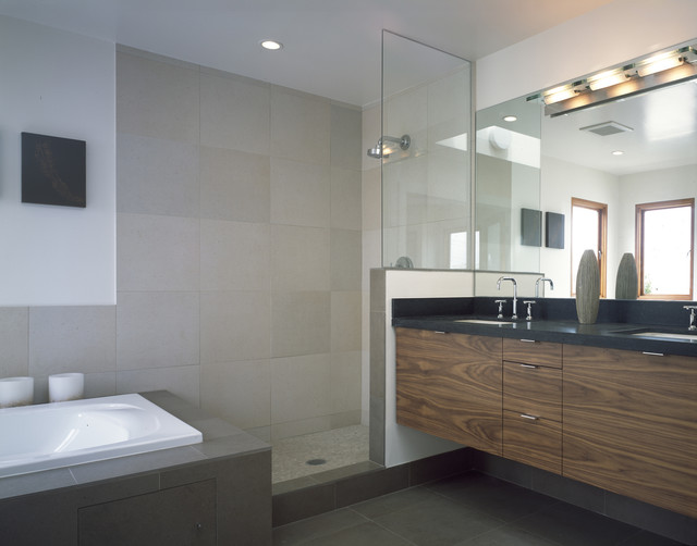 Moncada modern bathroom