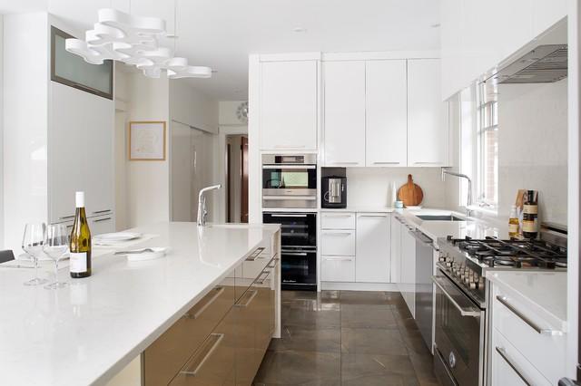 Montreal modern kitchen tiramisu for Salle de bain kitch