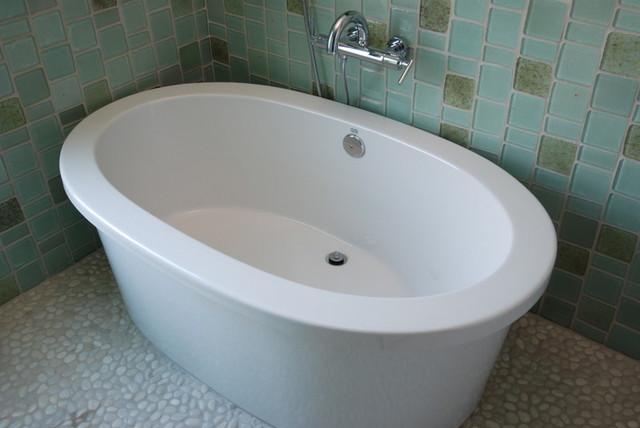 More Seattle Homes modern-bathroom