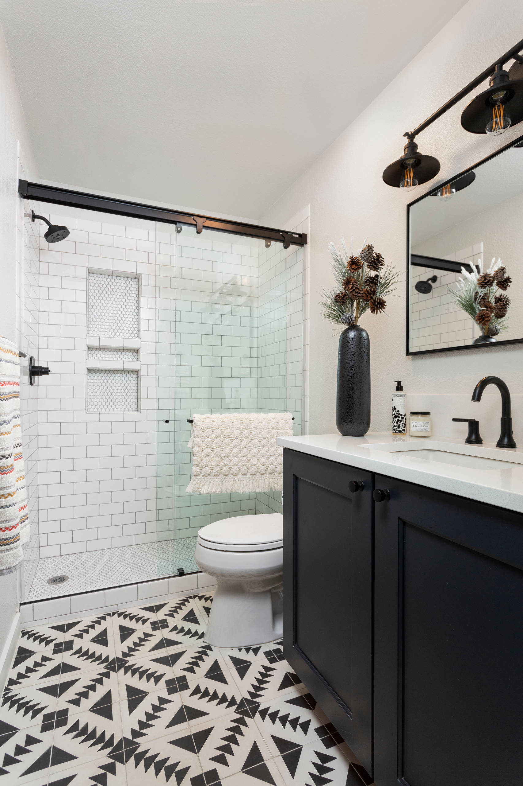 75 Beautiful Bathroom With Black Cabinets Pictures Ideas February 2021 Houzz