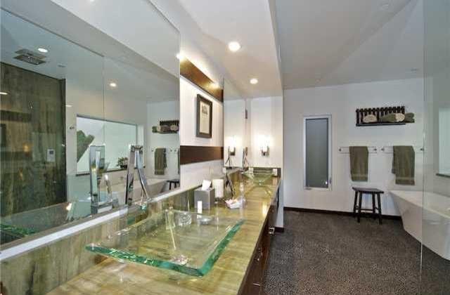 Mt Helix home modern-bathroom