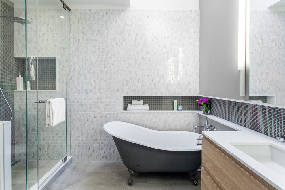 Inspiration for a contemporary claw-foot bathtub remodel in Toronto with an undermount sink and a niche
