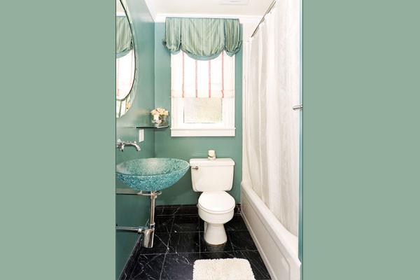 MW INTERIORS contemporary-bathroom
